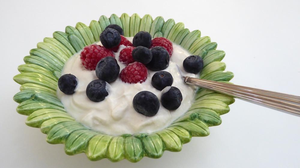 Homemade organic, unsweetened yogurt | Foodie Friday