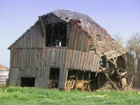 Image of wooden barn falling down for Spoon Barn post on CALMERme.com